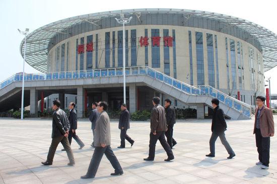 第四届大别山区名优茶传统工艺制作大赛暨第三届桐城小花茶评比活动的举办地点——桐城体育馆。