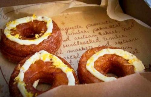 可颂甜甜圈