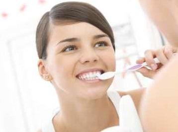 错误刷牙会减寿