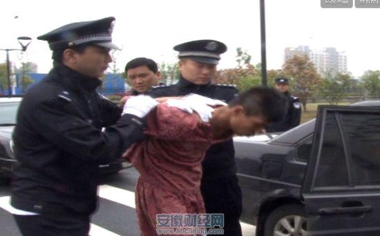 民警将劫匪抓捕归案