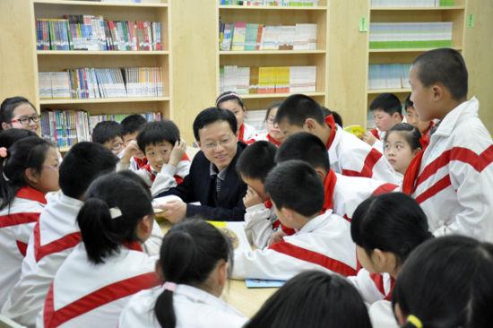 文学作家张文俊