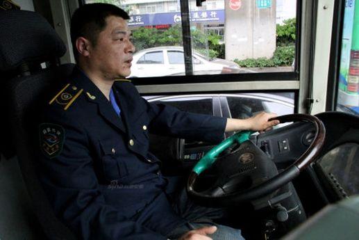 """""""最美劳模""""——公交司机周海"""