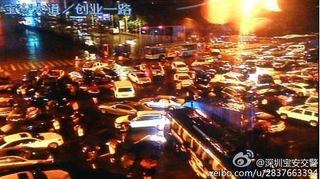 深圳遭暴雨成水城