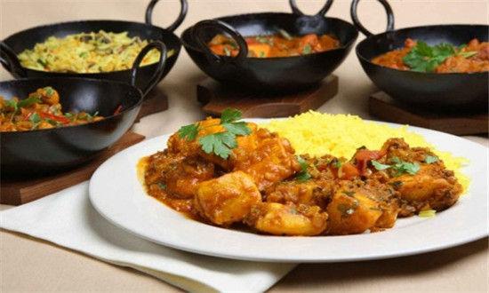 肉、鱼或蔬菜的咖喱烧