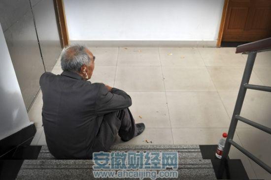 81岁大爷欲捐房产后上吊自杀 子女无人现身