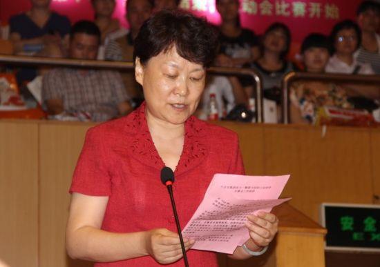 合肥百货大楼集团股份有限公司董事长郑晓燕致辞。