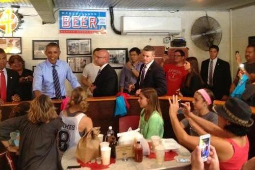奥巴马烧烤店插队 为表歉意替顾客买单