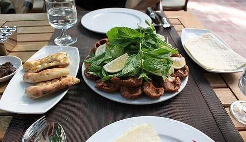 土耳其的生肉丸子
