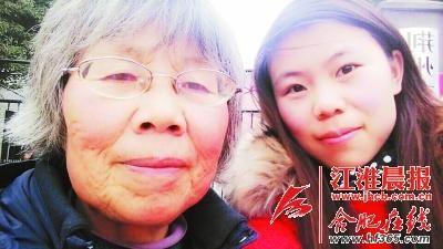 母亲和生病前的小女儿