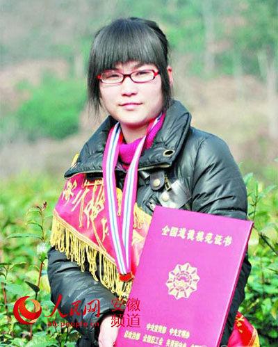 道德模范何涛非法获取出生证谋利 被撤销称号