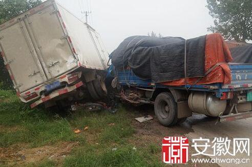 卡车事故现场