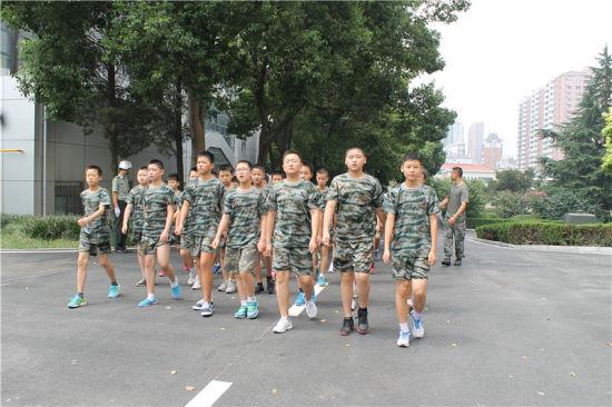 金湖学校2014级七年级新生军训已进行到第三天