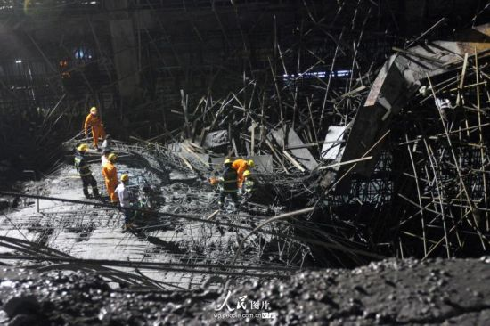 厦门一在建商场发生坍塌