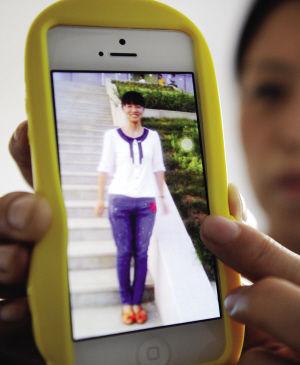 失联大学生田雨苗的小姨展示外甥女的照片