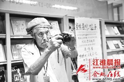 吴天雄是教室里面年纪最大的学生,也是最认真的学生之一。