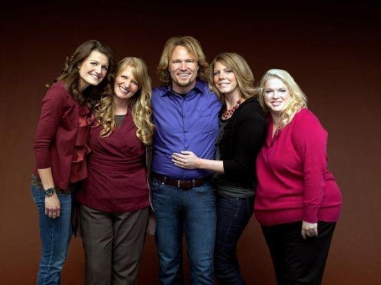 2013年12月,来自美国犹他州的布朗一家由于一夫多妻而被告上法庭