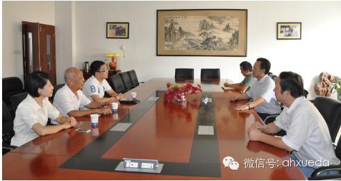 李长东校长向林杰校长一行介绍了学校的发展、规模、师资状况