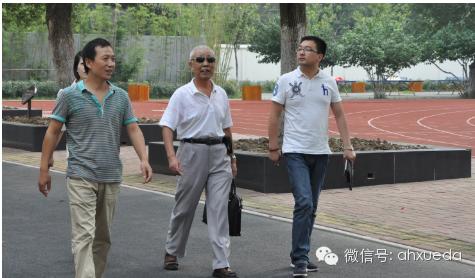 特殊教育中心刘主任陪同林杰校长一行在中心参观