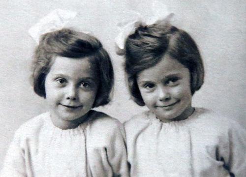 这对双胞胎姐妹出生于1918年,从出生起,两人就形影不离。