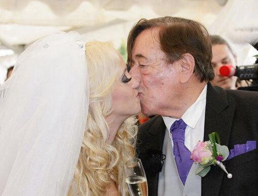 妙龄女嫁81岁富豪