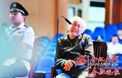 29日,方广云在法庭上接受法官提问