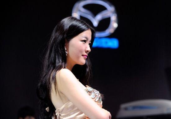 中国安徽国际汽车展览会现场火爆 车模抢镜