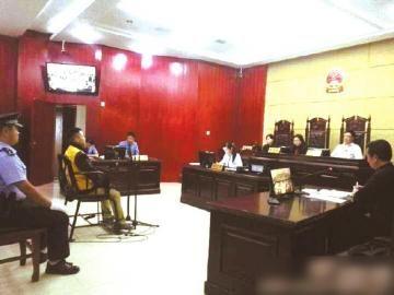 庭审现场。(图据阆中法院官方微博)