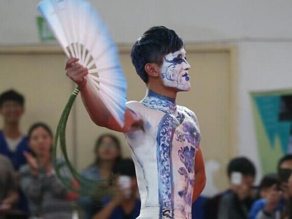 学校人体彩绘展