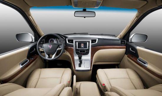 通达空间 大体量更舒适 全新阁瑞斯拥有2985/3430mm超长轴距,保证中排和后排拥有足够的腿部空间,不但使乘客享有舒适的坐姿,同时令坐在后排的乘客出入轻松。全新阁瑞斯拥有7-11座共19款车型,其中7-9座车型采用双拉门设计,高配车型配备电动拉门,大大提升了乘客上下车便利性。车内设有20多处储物空间,让商务出行轻松、便利。 能够赢得社会各界的首肯,对于金杯全新阁瑞斯来说,不仅是光环与荣耀,更是一种鞭策和鼓励,金杯品牌将继续以其优秀的产品品质和卓越商务的品牌形象,为消费者带来更多的商务尊崇体验!