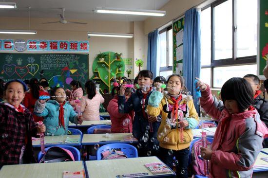 合肥市学校翡翠开展第三季第九期翡翠面对面情趣内衣丝袜性感图片
