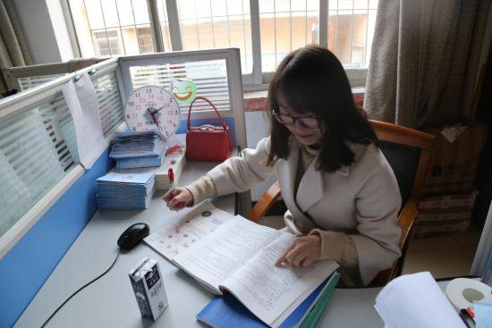 朝霞小学:三八妇女节女教师的一天