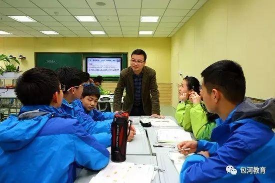 教师成为学生小组学习的一员