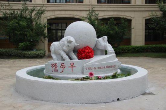 孺子牛雕像
