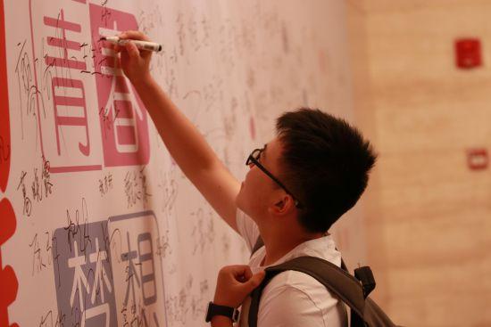 新东方合肥学校优能中学高分学员签名墙