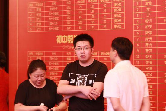 新东方合肥学校优能中学清华大学录取学员吴敬卓及其家长