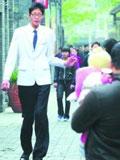 寿县小巨人 南京卖唱引关注