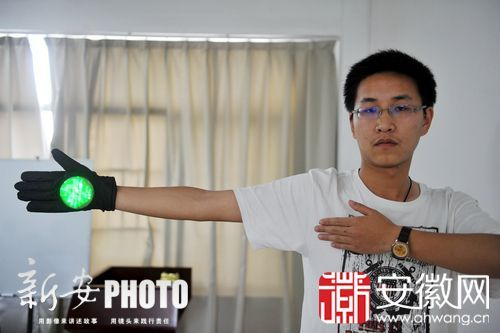 智能交通指挥手套 红绿灯可随手势变换 - 中国军徽 41级 - 中国军徽博客