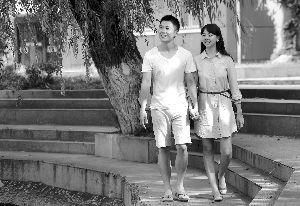 女友高中毕业出国留学男孩追随8年终成婚
