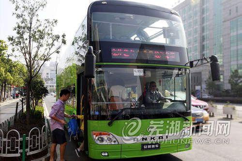 双层巴士亮相江城