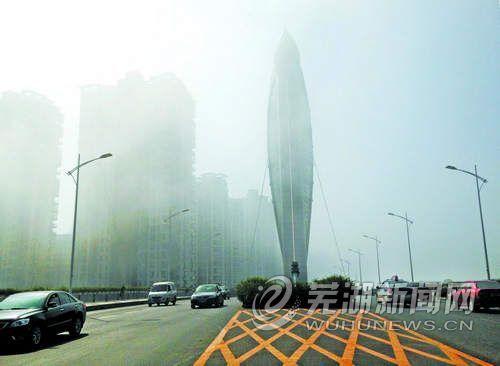 雾霭绕江城