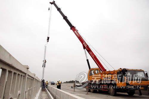 宁安铁路架设高压电杆