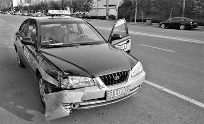 北京的哥百公里时速追撞同号套牌车女乘客吓哭