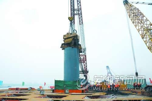 芜湖长江公路二桥主墩根基开建