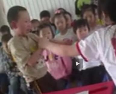 狠心老师出手体罚孩子