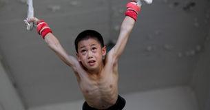 残酷的体操运动员训练