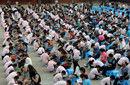 250名学生集体为长辈洗脚